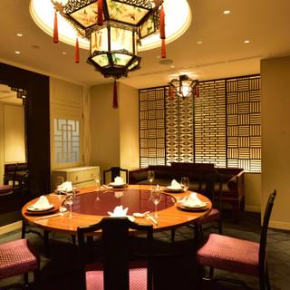 個室や大広間を完備した、中国古来の歴史を感じる非日常の空間。
