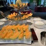 ルピナス - 料理写真:次々とメロンが運ばれてきます