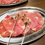 牛匠 - スジこり塩焼き(580円)