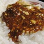 ばんちゃん酒房 - 麻婆豆腐を飯の上にのせて、いただきましょう