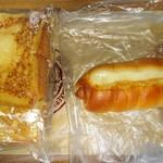 ピーターパン - 料理写真:左フレンチトースト180円(税抜)2枚入りになりました 右はウインナーロール210円(税抜)
