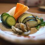 蕎や 月心 - お漬物色々→わさびの茎の醤油漬けが特に美味しい。全体に非常に浅く漬けてあるのがいい(^^)