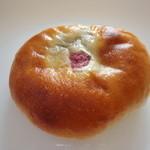 11442772 - アニー?!アネー?!名前・・・失念(;´Д`A ``` 餡子&クリームチーズ&塩漬けの桜のパン
