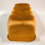 114425236 - 角食パン1本縦撮影