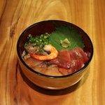 玄洋食堂 - 海鮮丼(500円)!数種類のお刺身がのっている丼ぶり。いろんなお魚を食べたい方にオススメ。