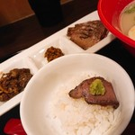 神戸牛らーめん 八坐和 - 神戸牛×塩(神戸牛三種盛り、ごはん・小)