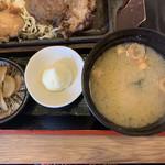 餃子酒場 神田今川橋いち五郎 - 漬け物、マヨ、味噌汁。