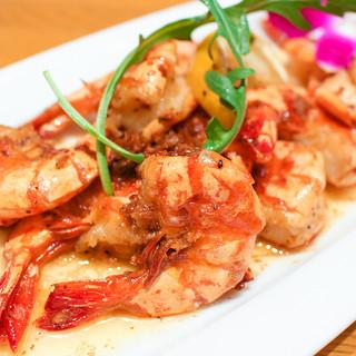 ガーリックシュリンプなどハワイを代表する料理が盛りだくさん!