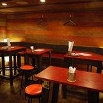 マリブ食堂 - 奥にテーブル席全24席。貸切パーティーもOK!!