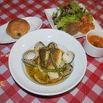 マリブ食堂 - ランチは『本日の魚料理【限定10食!!】』+「サラダ」「タパス2種」「スープ」「プチパンorサフランライス」がついて、900円