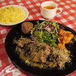 マリブ食堂 - ランチは限定10食!!『本日の肉料理【限定20食!!】』+「サラダ」「タパス2種」「スープ」「プチパンorサフランライス」がついて、900円