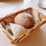 PASTA CAFFE Route Neeze - 白パン