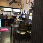 つけ麺 丸和 - 内観写真:店内