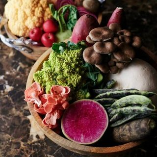 畑の匂いを感じる、新鮮で彩り豊かな野菜