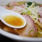 手打 焔 - スープはオイリー