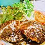 レストラン山猫軒 - Aランチ(メンチカツ)もソースたっぷり