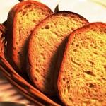 パーネェヴィーノ - 自家製パン