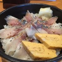 鮨処かわい-メインの一見地味にみえるアジ丼