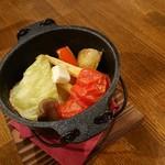 薪窯Pizza&燻製バル ケムファー - 野菜のシェリー酒蒸しラクレットかけ(小)