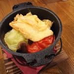 薪窯Pizza&燻製バル ケムファー - シェリー酒蒸しラクレット