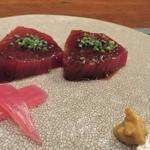 馳走2924 - 料理写真:スマガツオ 身は鮪の赤身の様な鮮やかな赤色 サスエ前田魚店の御主人の仕立 放血神経締め3日寝かせ 鰹の領域を越えてますこの旨味は