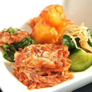 特製タレ、キムチ、ナムル等全料理は手作り。食品添加物は使せず