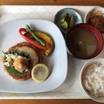 味倶楽部 ハーフタイム - 料理写真:マグロたたきハンバーグ 1,000円(税込)