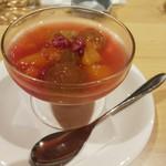 114477264 - 果物のスープ
