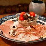 orso - 冷たい肉の盛り合わせ:ほぼ全景