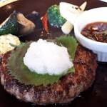 ジョナサン - 料理写真:豪州産グラスフェッドビーフ100%ハンバーグ
