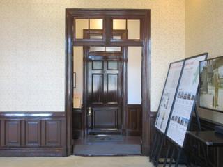 みかど食堂 by NARISAWA - 旧次室から見る店舗入口
