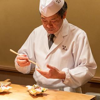 丸山嘉桜氏(マルヤマヨシオ)─感謝の気持ちで食と向き合う匠