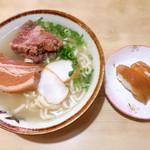 元祖大東ソバ - お得セット  800円 大東寿司2貫、三枚肉とソーキ入りそば