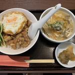 台湾MACHI - 月見ルーロー飯+酸ラー(小)800円