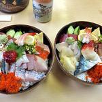 美たか鮨 - 中生ちらし(大盛り)(左)& 日本海ちらし(大盛り)