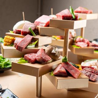 """その時一番の上質肉をふんだんに。""""階段仕立て""""の贅沢盛り。"""