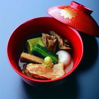 北陸の食材を伝統の技で調理。美しく上品な加賀料理に舌鼓を打つ