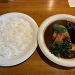 カレーリーフ - スリランカカリー  チキンと野菜のカリー  950円