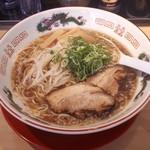 中華そば 丸京 - 鶏ガラ醤油の中華そば 750円税込 (麺大盛りタイムサービス)。もやしが懐かしい感じです。