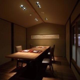 完全個室:広々と落ち着いた空間の特別なお部屋