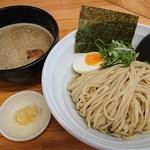 114537812 - 「つけ麺(200g)+ニンニク(無料)」