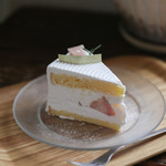 LUPOS - 料理写真:2019年8月再訪:桃のショートケーキ