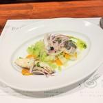 114548900 - 本日の鮮魚と野菜のサラダ。780円+税