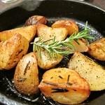 ラ・ファリネッラ - じゃがいもの薪窯ロースト、ローズマリーの香り。アップ