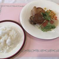 プラザ洞津-月替ランチセット:ライス・金目鯛のソテー カレー風味のソース