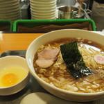 日吉 大勝軒 - 料理写真:ワンタン麺950円+生卵50円