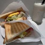 カフェ・ド・クリエ - 料理写真:トーストサンドふわふわタマゴ、バナナオレR