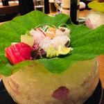 Nihonryourisetouchi - すべて氷でできた鉢に蓮の葉で盛り付け、暑さ吹き飛びました!
