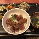 むちゃく - 国産和牛ステーキ丼=750円