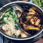 三希房 - 火鍋〜、野菜とキノコをイン